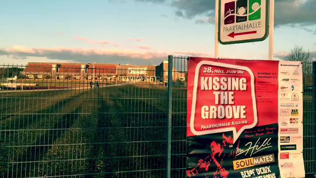Kissing The Groove ansehen