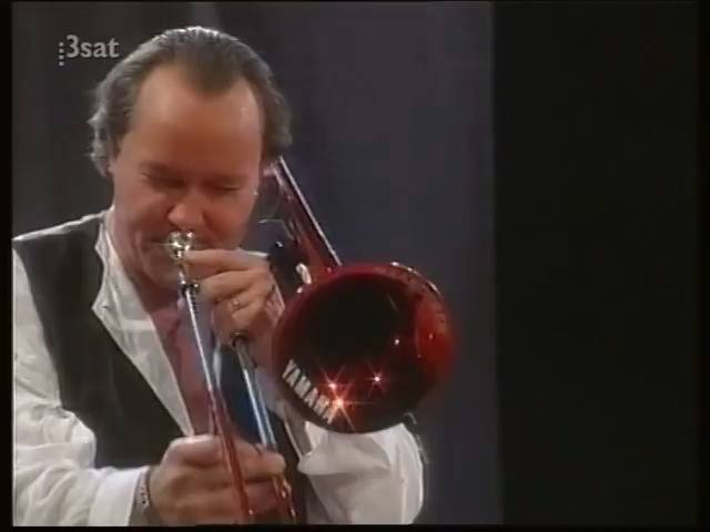 Funny trombonist ansehen